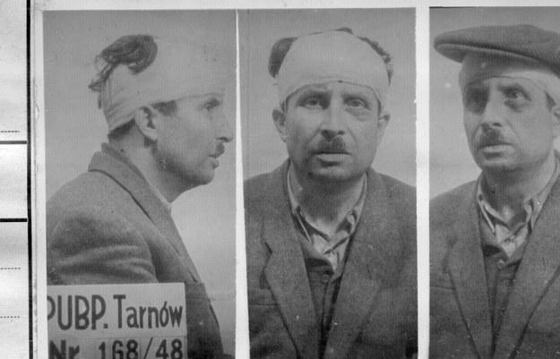 """Bolesław Kalaciński """"Trawka"""" – zdjęcie wykonane w UB już po próbie samobójczej (fot. z Archiwum IPN) /INTERIA.PL"""