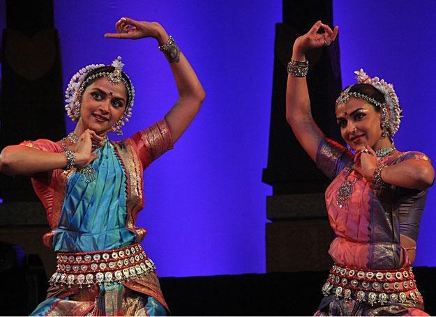 Bollywood dance to energetyczna mieszanka różnorodnych stylów tanecznych /AFP
