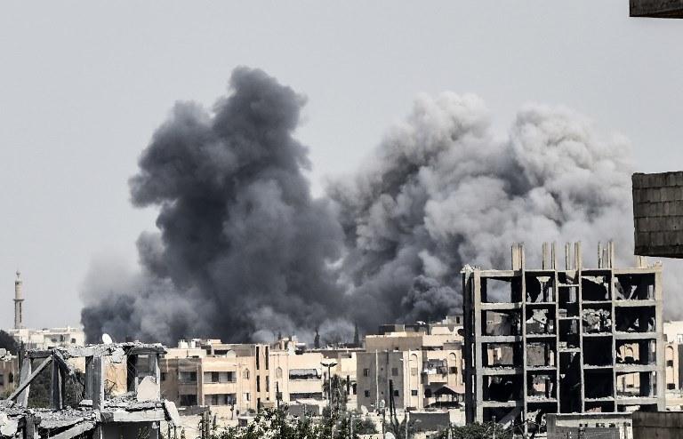 Bombardowania w Syrii, zdj. ilustracyjne /BULENT KILIC /AFP