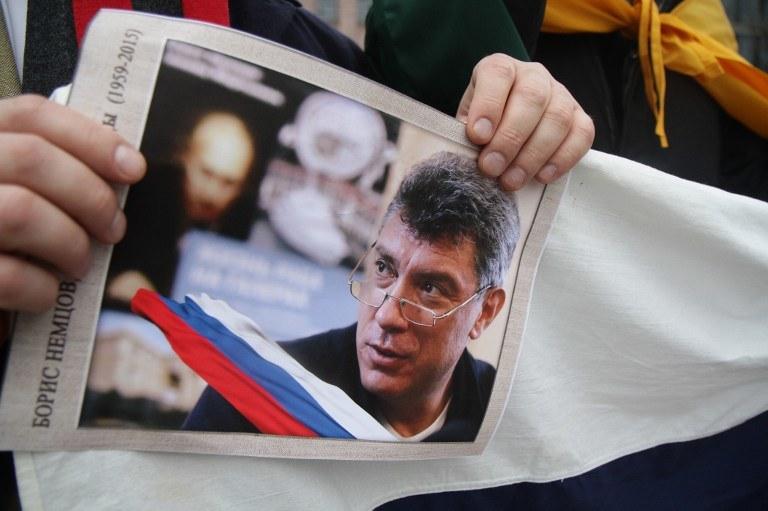 Borys Niemcow został zastrzelony w centrum Moskwy, obok murów Kremla /PETRAS MALUKAS /AFP