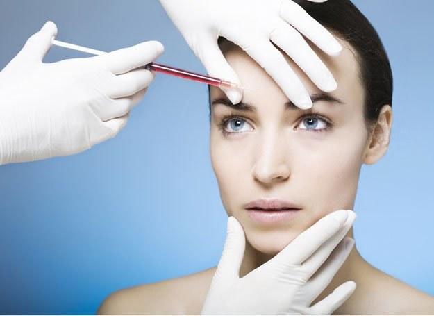 Botox jest używany do wygładzenia zmarszczek mimicznych /© Panthermedia