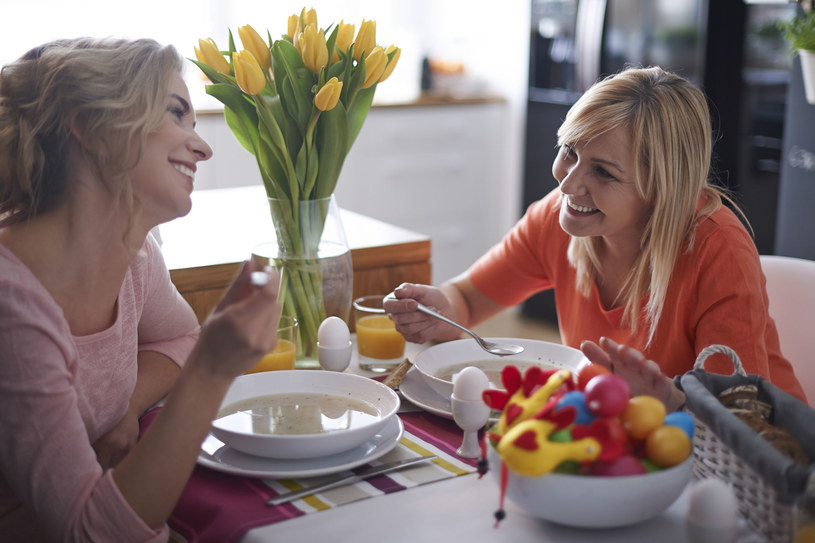 Boże Narodzenie z rodziną, Wielkanoc z przyjaciółmi - czy ta zasada przyjmie się w Polsce? /©123RF/PICSEL