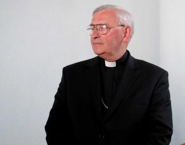 Bp Pieronek uważa, że decyzja jest pochopna/ Fot. W. Lasyk /Reporter