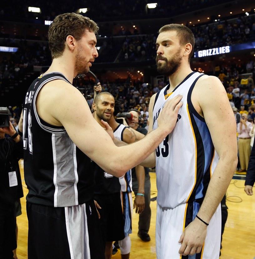 Bracia Pau i Marc Gasol po starciu w NBA /AFP