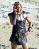 "Brad Pitt na planie filmu ""Troja"" /Archiwum"