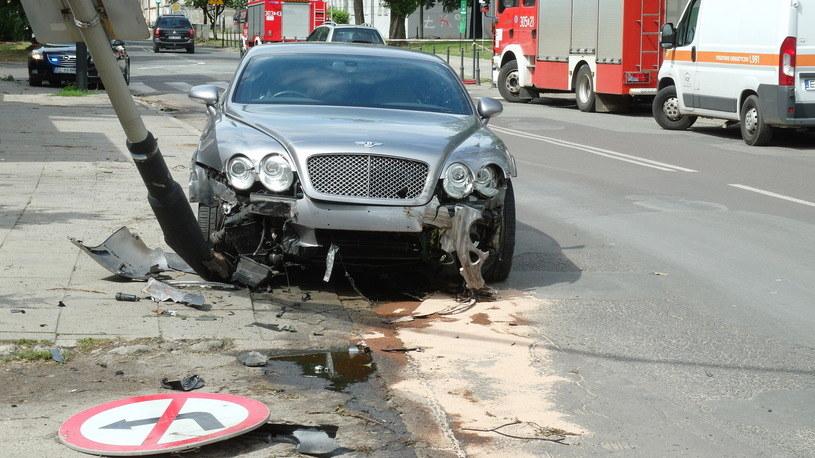 Brak OC może nie oznaczać tylko naprawę drogiego auta z własnej kieszeni, ale przede wszystkim pokrywanie kosztów leczenia poszkodowanych /Krzysztof Szymczak /East News