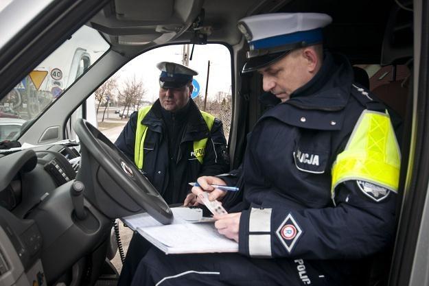 Brak prawa jazdy może oznaczać kłopoty na drodze / Fot: Tymon Markowski /East News