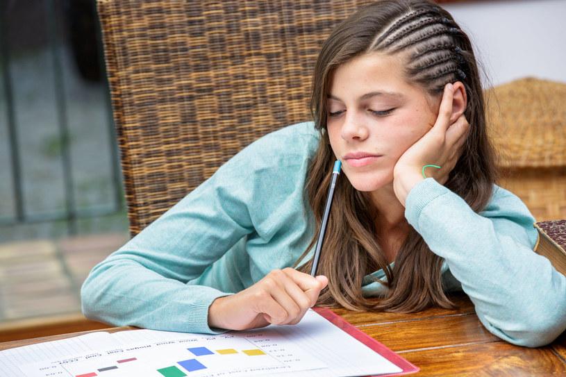 Brak snu może poważnie zaburzać przyswajanie wiedzy /123RF/PICSEL