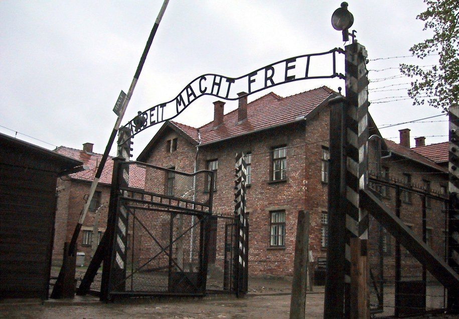 Brama obozu Auschwitz /PAP/EPA/FRANK LEONHARDT /PAP/EPA