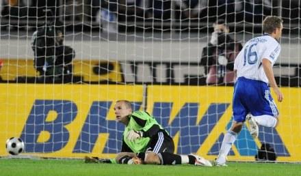 Bramkarz niemieckiej reprezentacji Robert Enke kapituluje po strzale Jonatana Johanssona /AFP