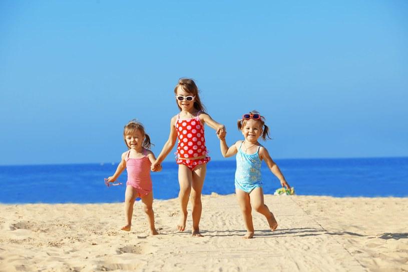 Bransolety gwarantują bezpieczeństwo noszącym je dzieciom /123RF/PICSEL