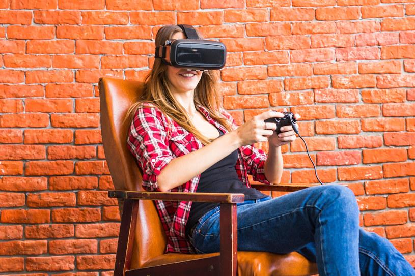 Branża elektronicznej rozrywki staje się coraz bardziej popularna wśród społeczności kobiet /123RF/PICSEL