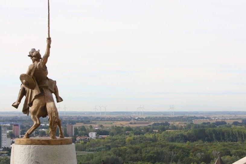 Bratysława: pomnik Świętopełka, który panował nad terenami obecnej Słowacji, Czech, Węgier, a także części Polski, Ukrainy, Niemiec i Rumunii /Agencja SE/East News