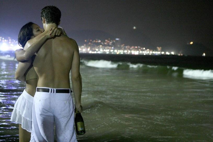 Brazylijczycy nie słyną z wierności w związkach. Czy aplikacja szpiegująca to dobry sposób na niewiernych partnerów? /AFP