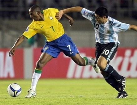 Brazylijczyk Mineiro wzmocnił Schalke 04. /AFP
