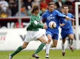 Brdaric i Madsen walczą o piłkę. Wolfsburg-Bochum 3:0 /AFP