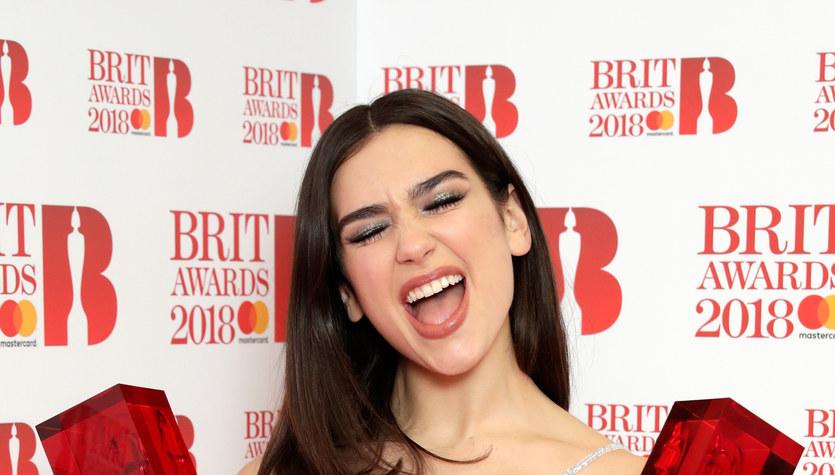 Brit Awards 2018: Dua Lipa i Stormzy triumfują. Kpiny z królowej Elżbiety II