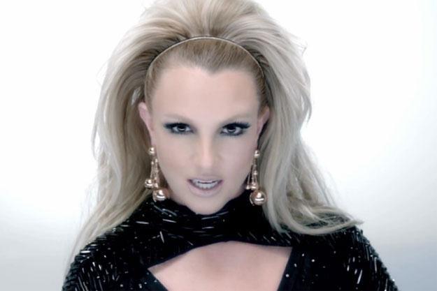 """Britney Spears w teledysku do utworu """"Scream & Shout"""" /"""