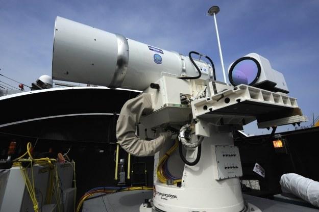 Broń laserowa na pokładzie amerykańskiego okrętu /AFP