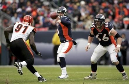 Broncos - Bengals 24-23. Quarterback ekipy z Denver Jay Cutler w ofensywnej akcji /AFP