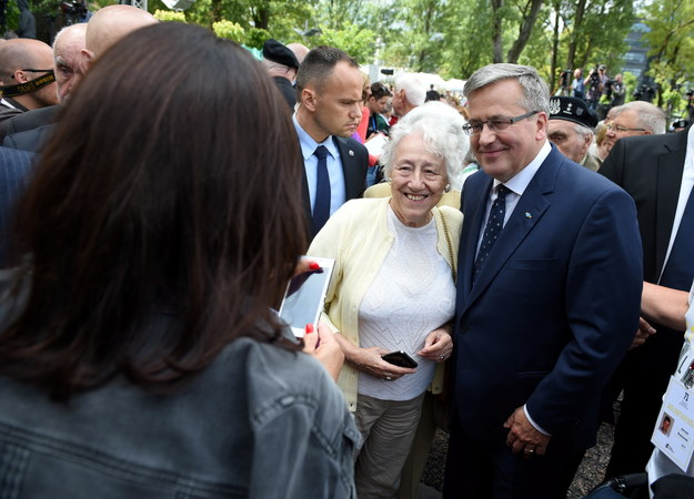 Bronisław Komorowski podczas spotkania z powstańcami /Jacek Turczyk /PAP