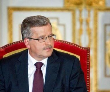 Bronisław Komorowski widziany z iPadem
