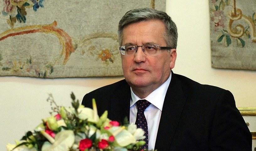 Bronisław Komorowski zapowiedział, że jeśli ustawa będzie zgodna z konstytucja podpisze ją /AFP