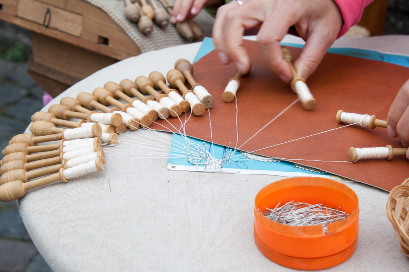Brugia, koronka wykonywana techniką klockową /©123RF/PICSEL