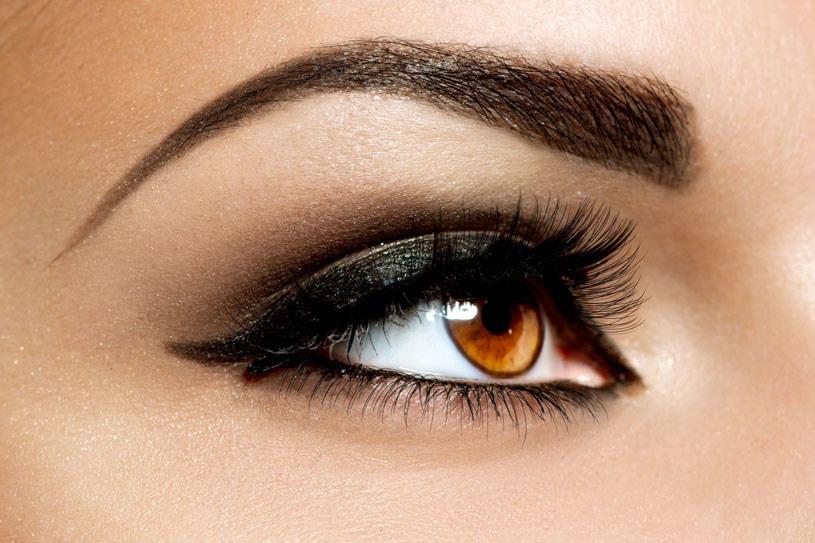 Brwi są oprawą oczu. Zadbaj o to, by były precyzyjnie wyregulowane /123RF/PICSEL