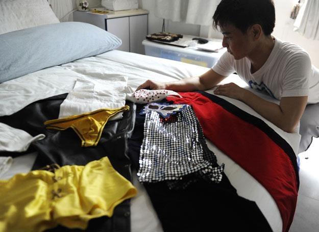 Bryan Tan i jego kostiumy /AFP