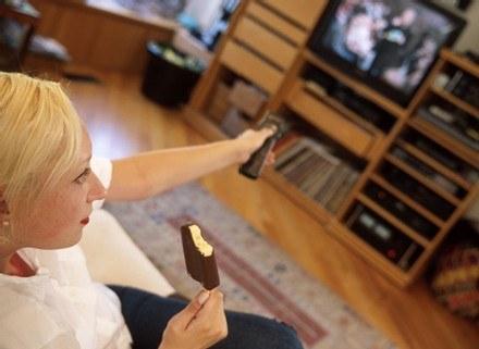brytyjczycy najbardziej lubia telewizję /ThetaXstock