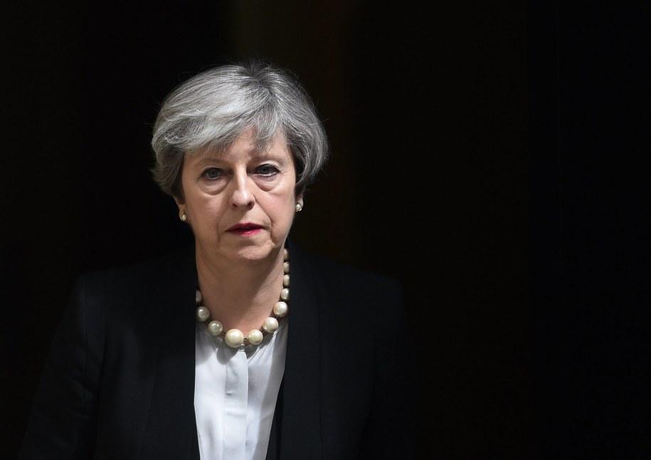 Brytyjska premier Theresa May podczas wydawania oświadczenia po nadzwyczajnym posiedzeniu zespołu COBRA /FACUNDO ARRIZABALAGA /PAP