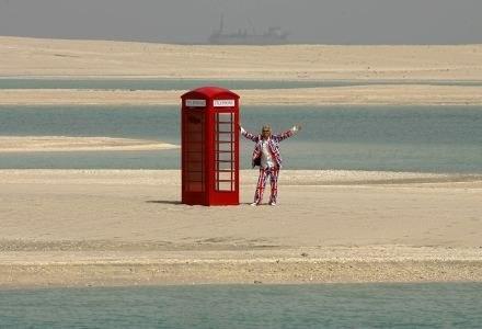 Brytyjskie butki telefoniczne to już symbol. Polskie - nie widujemy ich już tak często /AFP