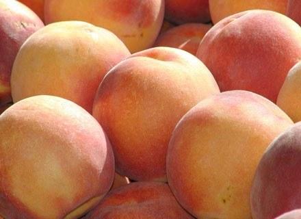 Brzoskwinie bogate są w prowitaminę A i błonnik