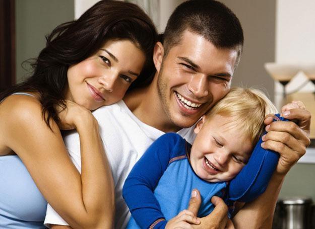 Brzydka pogoda, to nie powód, by rezygnować z wesołego i miłego spędzenia wolnego czasu z rodziną /ThetaXstock