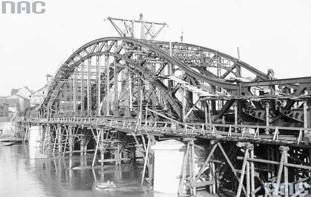 Budowa Mostu Piłsudskiego w Krakowie /Z archiwum Narodowego Archiwum Cyfrowego