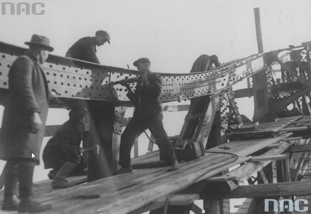 Budowa Mostu Piłsudskiego /Z archiwum Narodowego Archiwum Cyfrowego