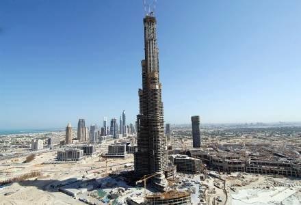 Budowa najwyższgo budynku świata w Dubaju. /AFP