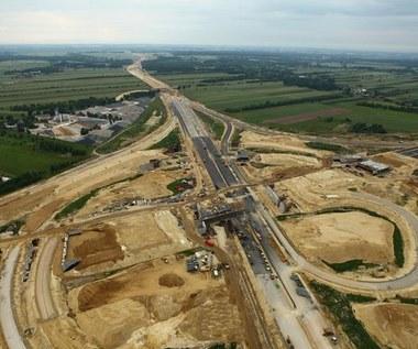 Budowa niemal wszystkich dróg z opóźnieniami