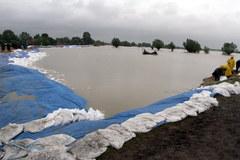 Budowa wału przeciwpowodziowego w Koćmierzowie