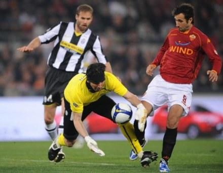 Buffon twierdzi, że wybronił wiele piłek dla swojej drużyny /AFP