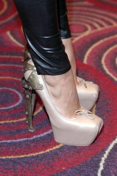 Buty Dody autorstwa Alexandra McQueena  /AKPA