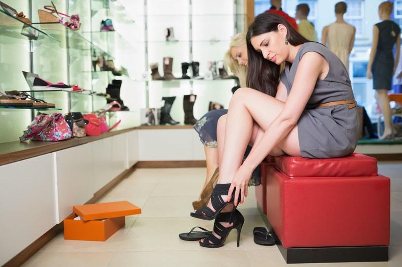 Buty lepiej kupować po południu /123/RF PICSEL