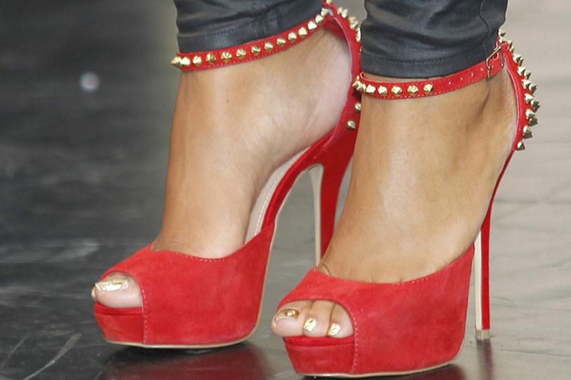 Buty na platformie wychodza z mody /AKPA