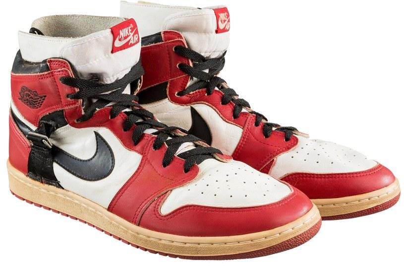 Buty sprzedane za 55 tys. dolarów /East News