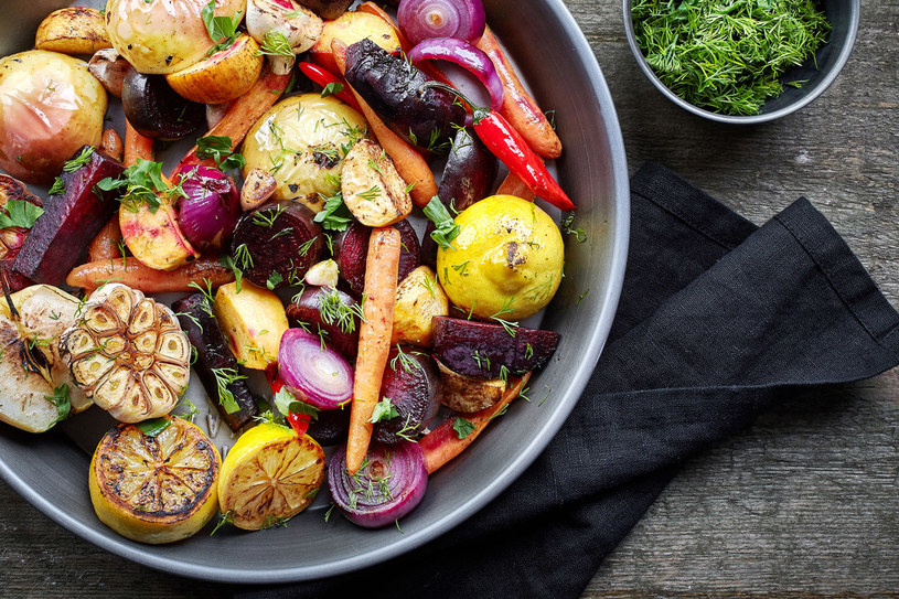 By jedzenie nie było mdłe, nie żałuj przypraw! Warzywa lubią się zwłaszcza z tymi orientalnymi, jak imbir, kumin, kurkuma, chili, kolendra. /123RF/PICSEL