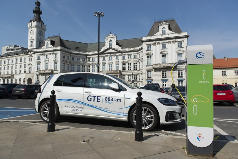 By poważnie mówić o autach elektrycznych potrzebny jest prąd /Jakub Wosik  /Reporter