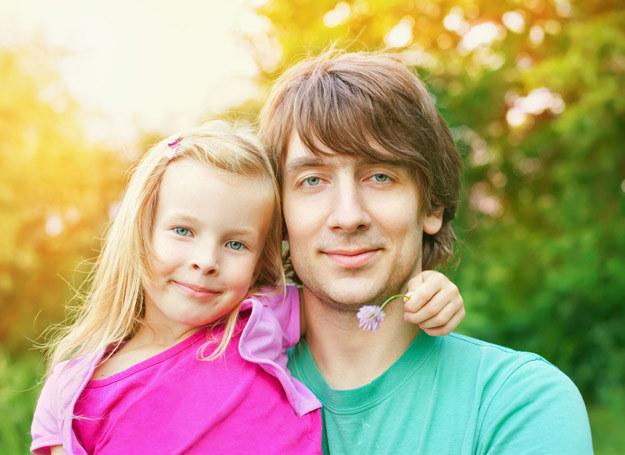 Bycie ojcem w każdym wieku ma swoje zalety i wady /123RF/PICSEL