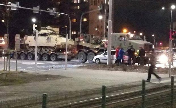Bydgoszcz: Wojskowa kolumna zderzyła się z osobówką