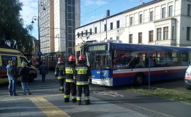 Bydgoszcz: Zderzenie autobusu z tramwajem. Pięć osób rannych